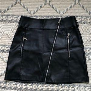 vegan/faux leather mini skirt M